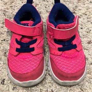 Baby toddler girl Nike sneakers shoes GUC SIZE 5